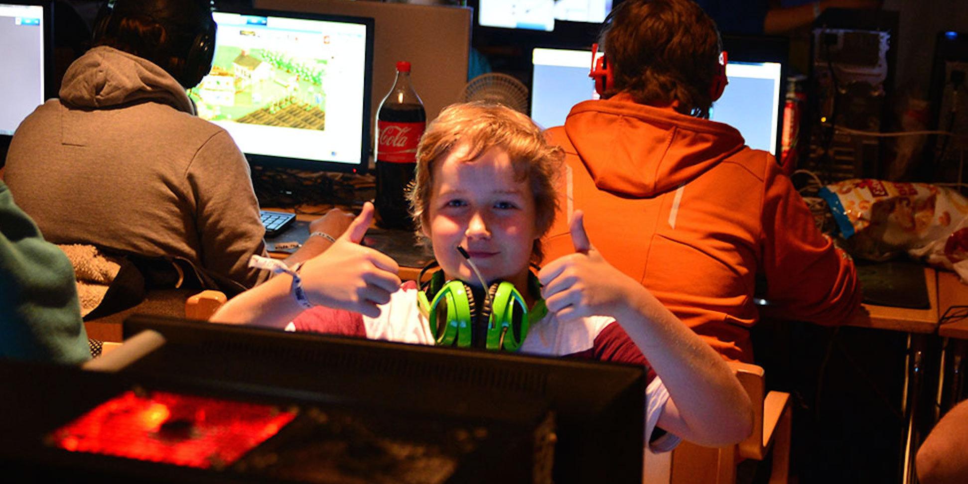 Glad kille på LAN i Skellefteå. Foto: Nordsken